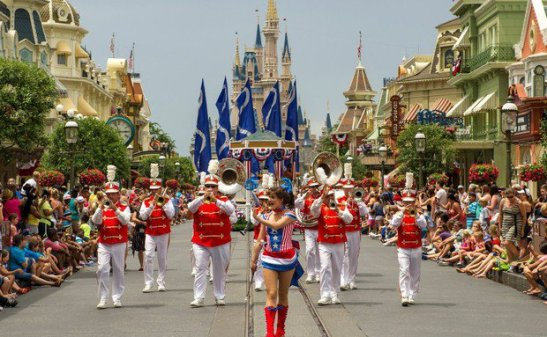 magic-kingdom-parada-do-independence-day-orlando-eua-ali-nasser
