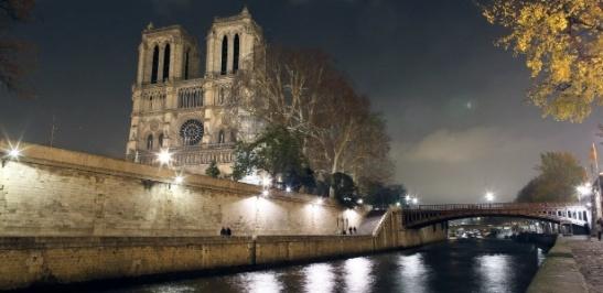 catedral-de-notre-dame-iluminada-durante-a-noite-em-paris-30112012-1355174187854_615x300